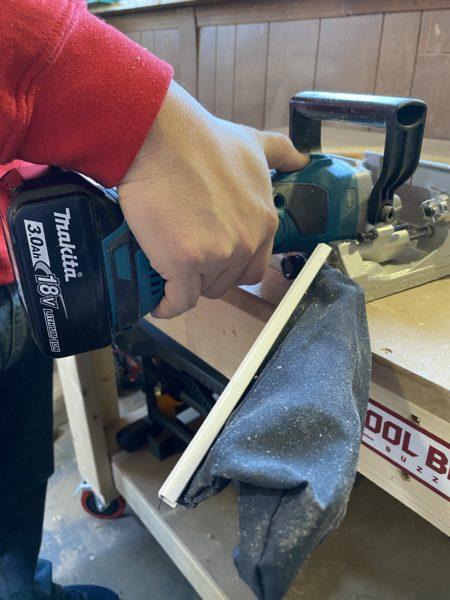 Использование инструмента в мастерской