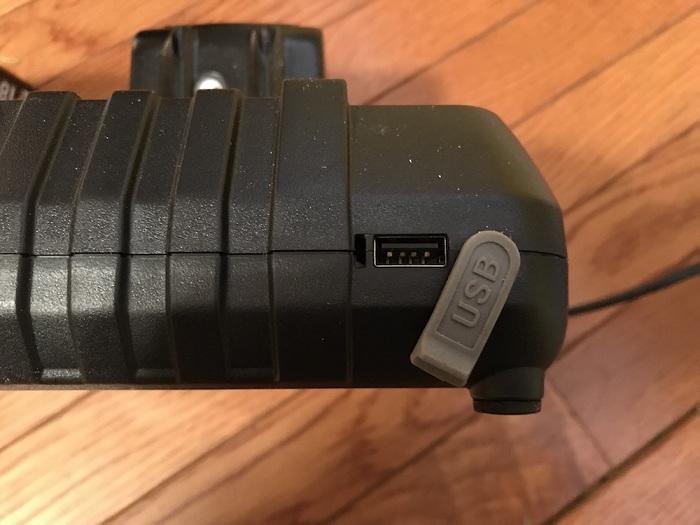 USB порт на зарядном устройстве